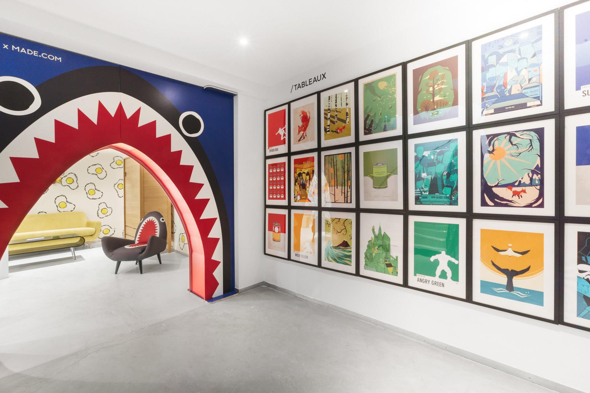 store of the week uses digital storytelling in new paris studio photo gallery. Black Bedroom Furniture Sets. Home Design Ideas