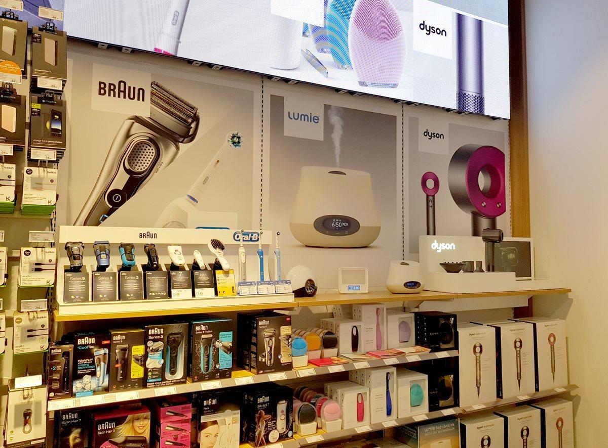 Store gallery: Dixons' Travel store in Heathrow's T3 | Photo